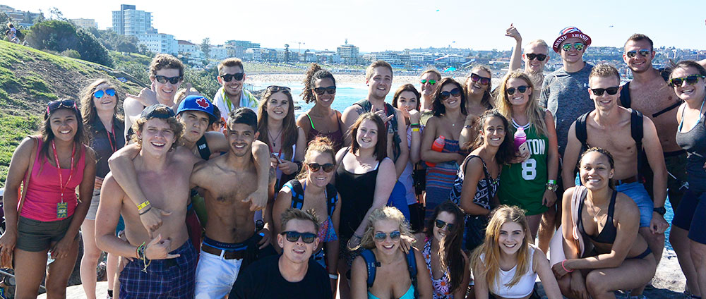 Backpackers doing the Coogee to Bondi beach walk