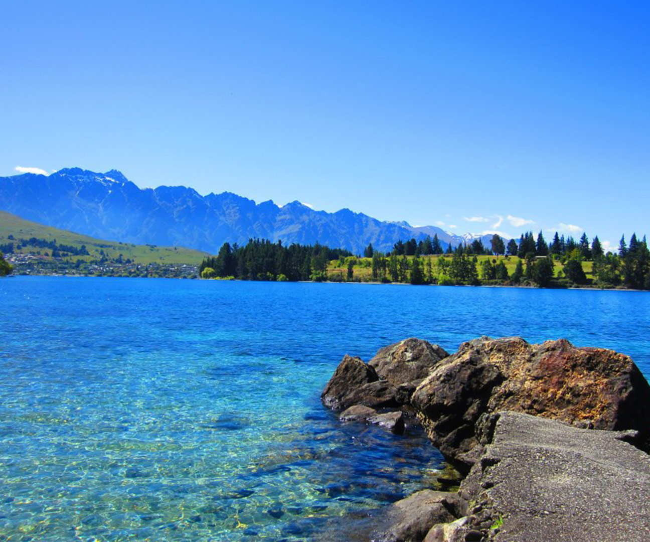 NZ - SouthIsland Lake Queenstown